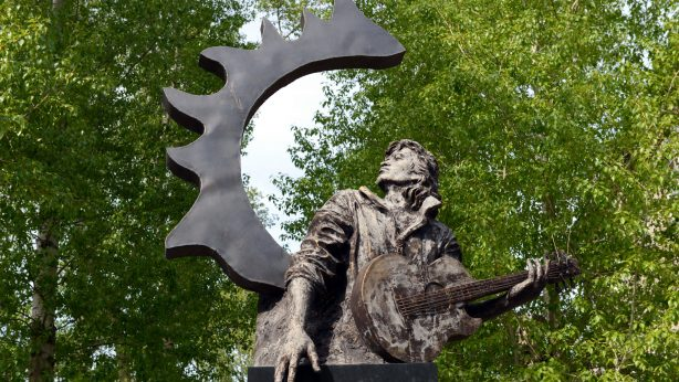 Monument to the famous Russian singer Victor Tsoi.